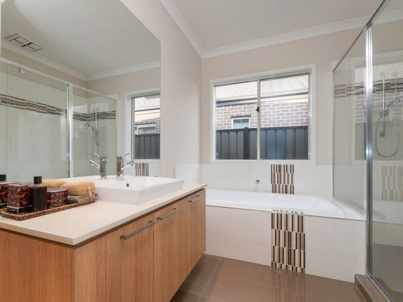 12 Thistle Drive, Clyde North VIC 3978, Image 2