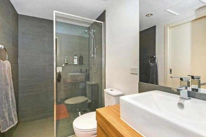 Picture of 2/297 Pascoe Vale Road, ESSENDON VIC 3040