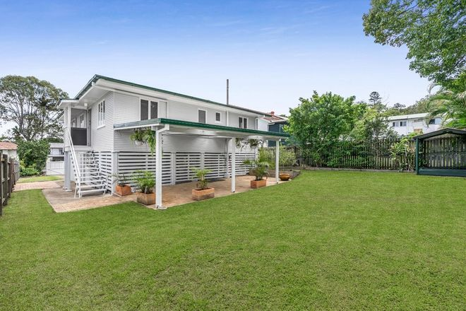 Picture of 21 Lithgow Street, WYNNUM QLD 4178