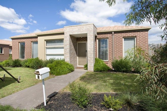 Picture of 8/1 Walnut Way, PAKENHAM VIC 3810