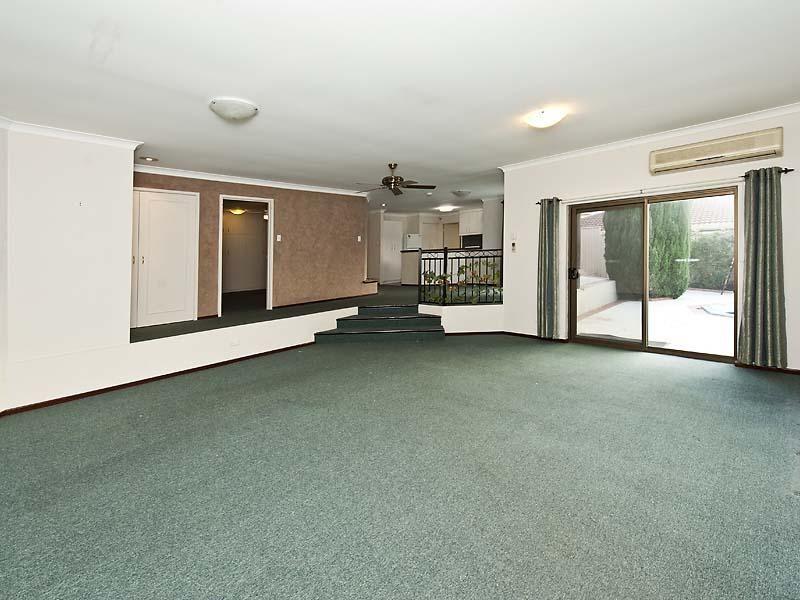 11 Kingfisher Drive, Halls Head WA 6210, Image 2