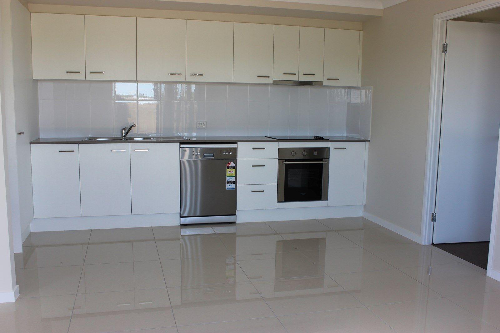 2/10 WEEBAH Place, Cambooya QLD 4358, Image 2