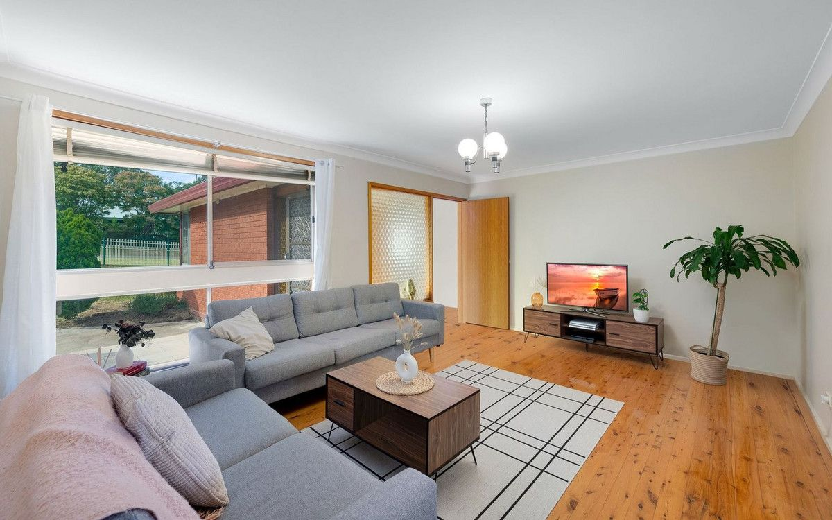 17 Russell Avenue, Valley Heights NSW 2777, Image 2