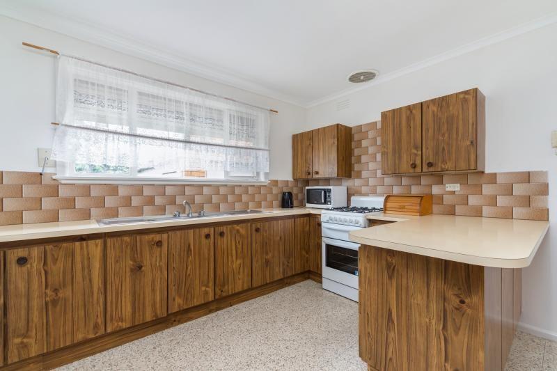 36 Yarmouth Avenue, St Albans VIC 3021, Image 2