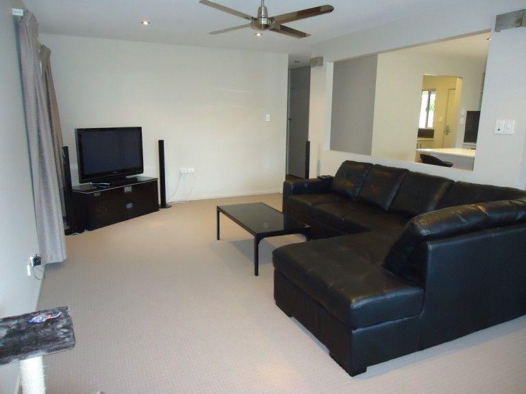 20 Goorawin Street, Runaway Bay QLD 4216, Image 2