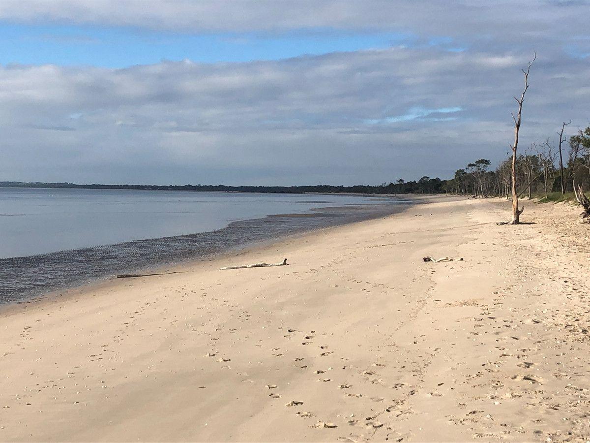 75 Beach Drive, Burrum Heads QLD 4659, Image 2