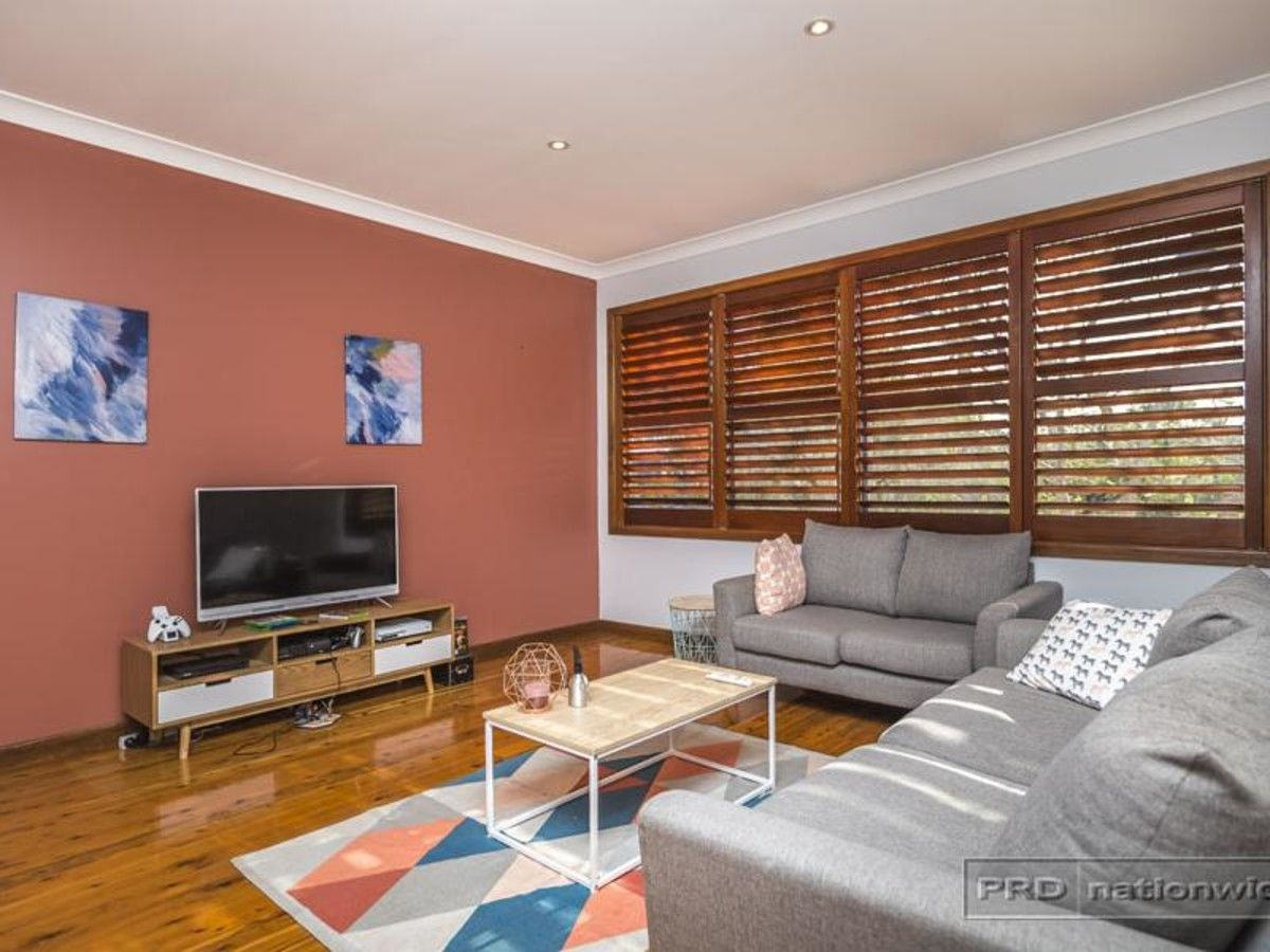 35 Carolyn Street, Adamstown Heights NSW 2289, Image 2