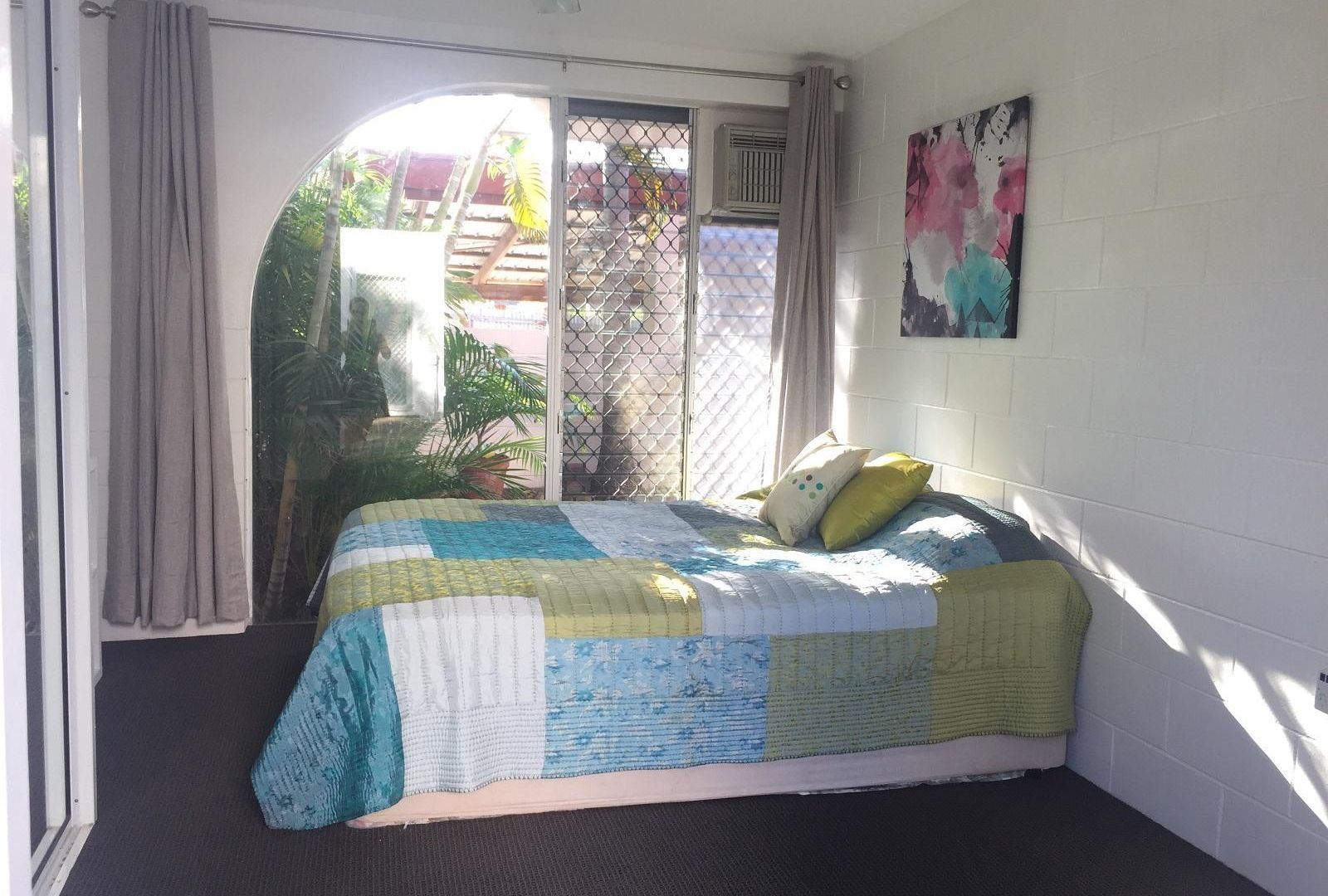 2/16 Burke Street, North Ward QLD 4810, Image 2
