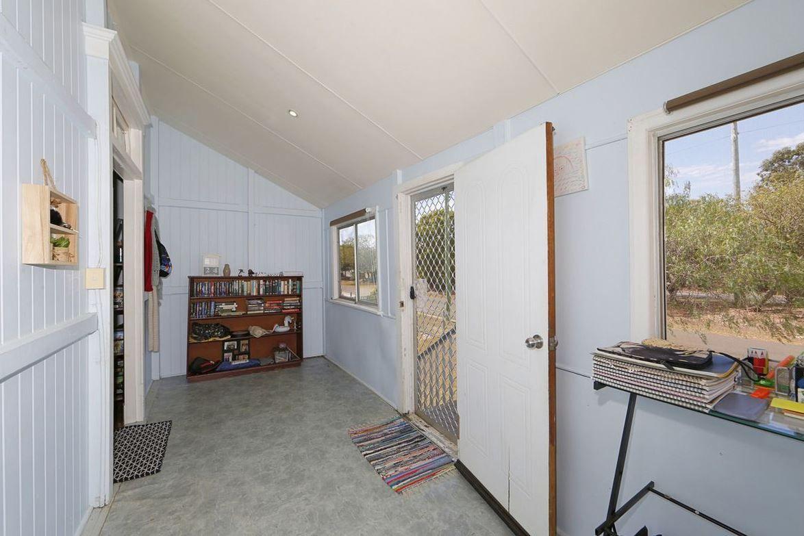 37 Hinkler Avenue, Bundaberg North QLD 4670, Image 2