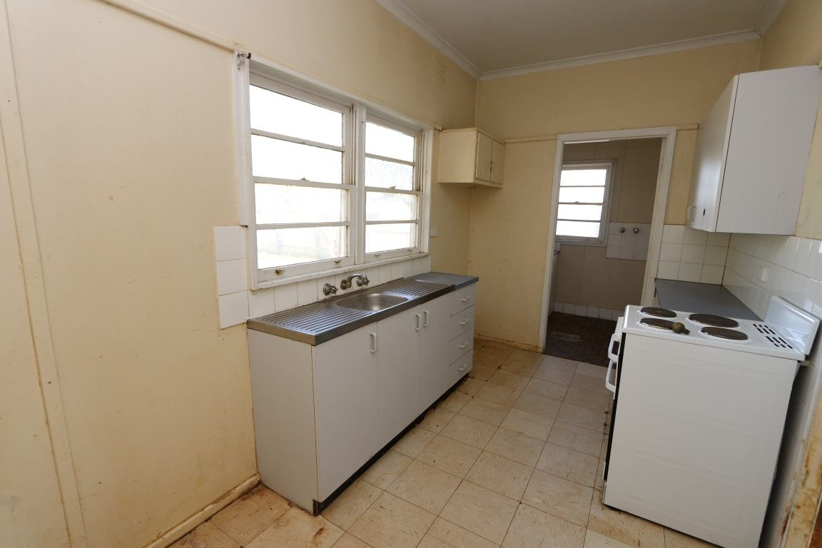 216 Austral Street, Temora NSW 2666, Image 2