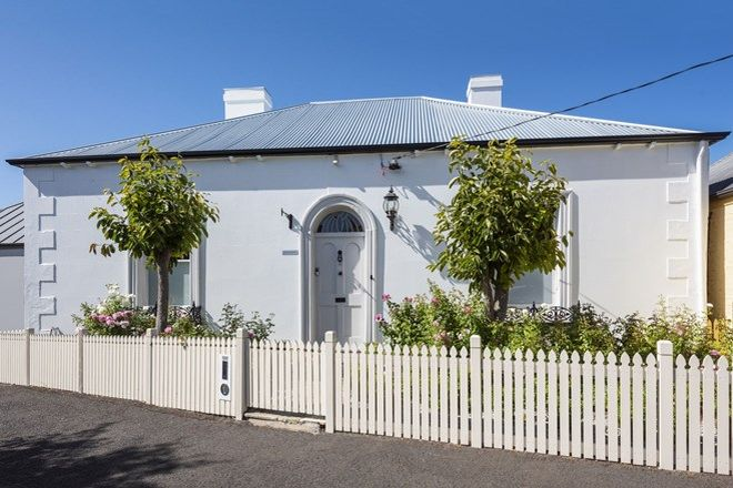 Picture of 19 Waterloo Crescent, BATTERY POINT TAS 7004