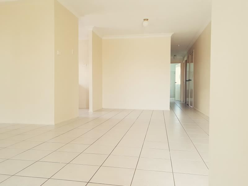 15 Cusack Close, St Helens Park NSW 2560, Image 2