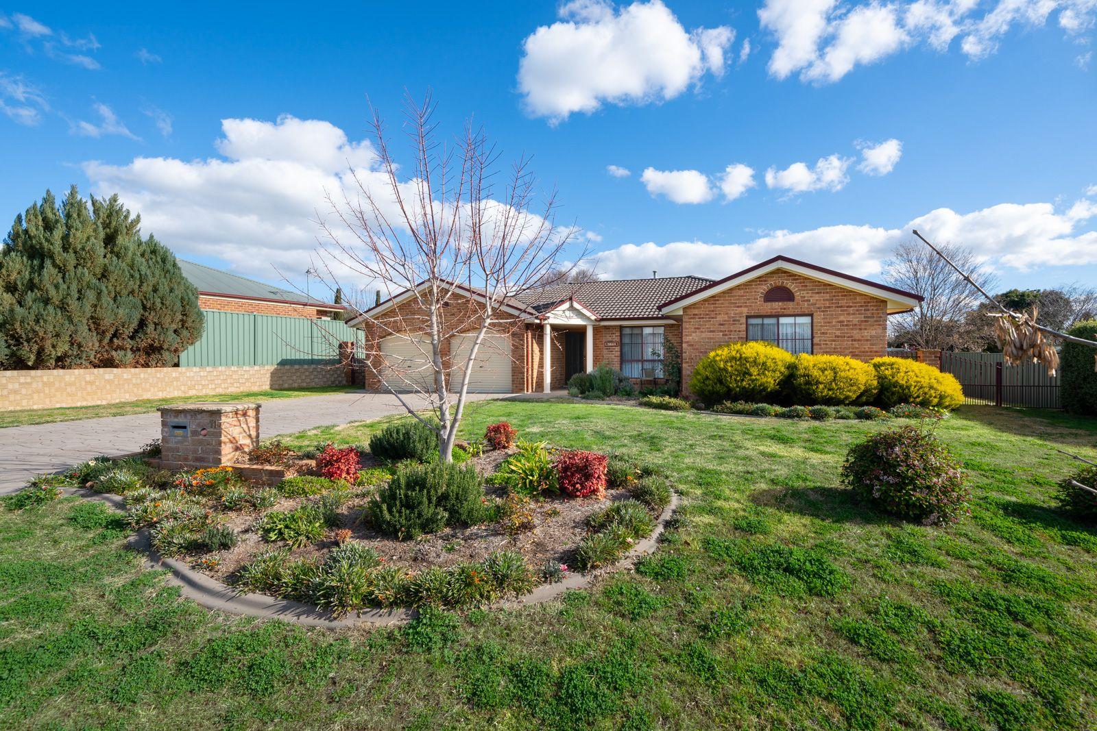 11 Roxburgh Drive, Bathurst NSW 2795, Image 0