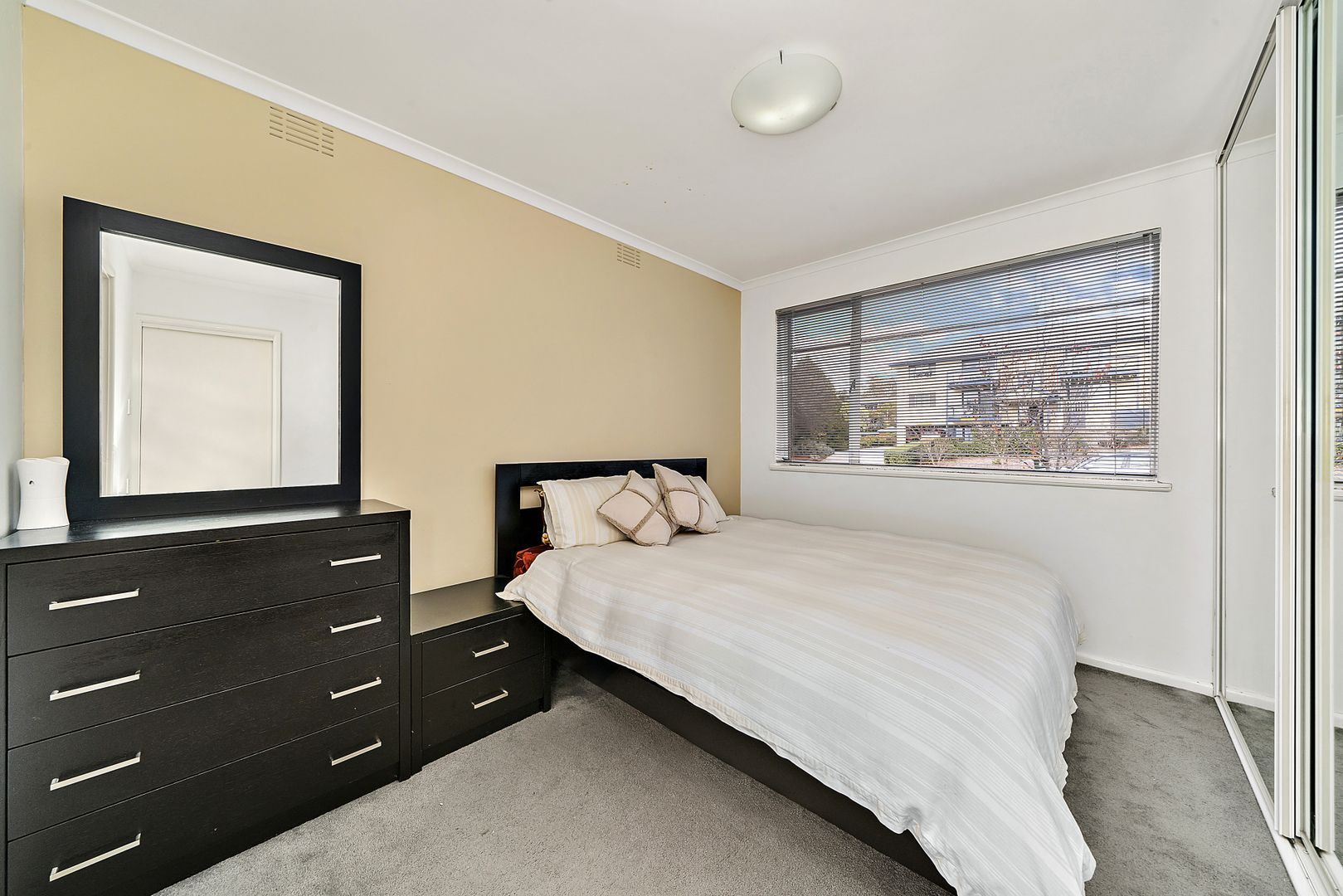 2/4 Nuyts Street, Red Hill ACT 2603, Image 2