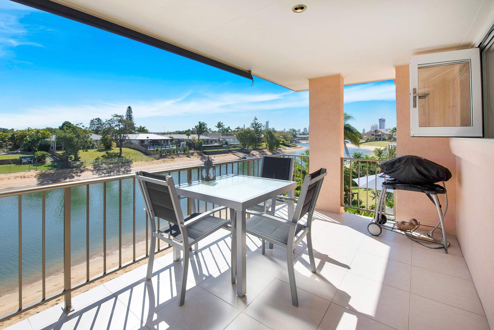 5/4 Dunlop Court, Mermaid Waters QLD 4218, Image 2