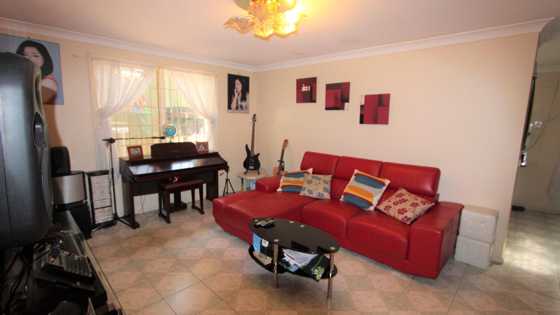 65 Wattle Avenue, Carramar NSW 2163, Image 2