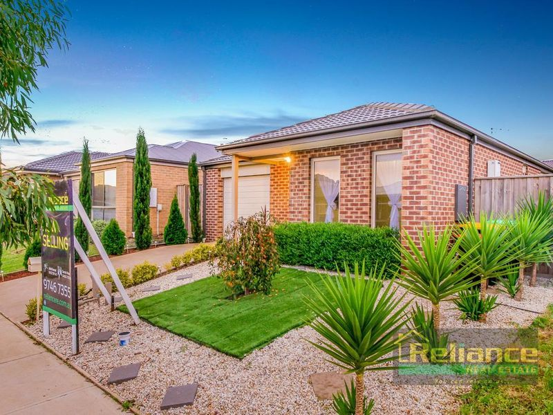 4 Amble Way, Melton South VIC 3338, Image 1