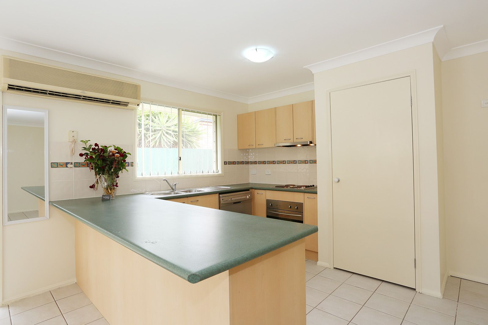 14 Gladebourne Crescent, Victoria Point QLD 4165, Image 2
