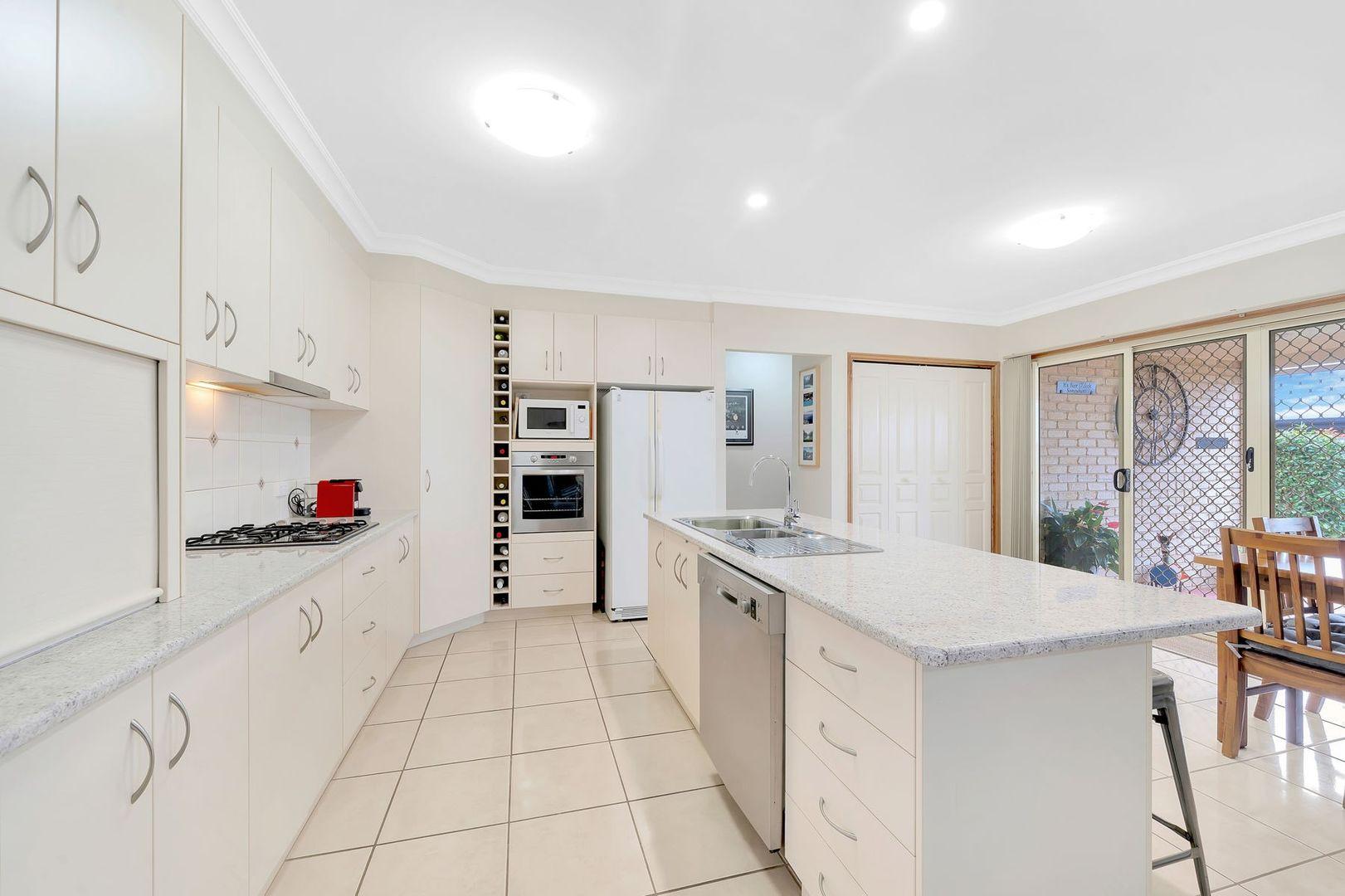 2/9 Sambar Court, Kearneys Spring QLD 4350, Image 2