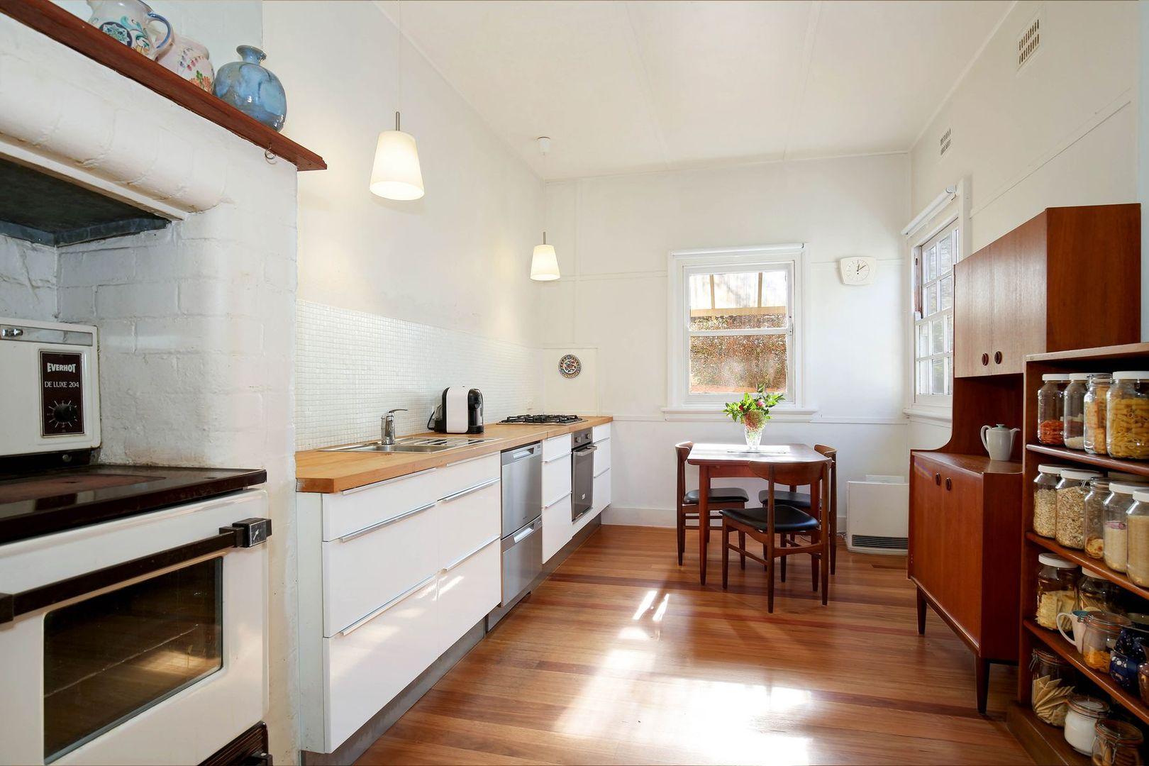 18 Bell Street, Blackheath NSW 2785, Image 2