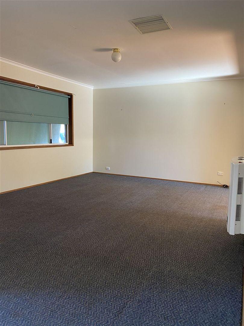 17 Lamrock St, Cobar NSW 2835, Image 2