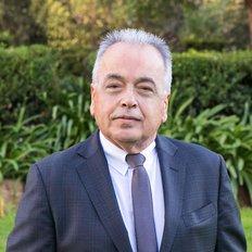 Leon Roussakis, Principal