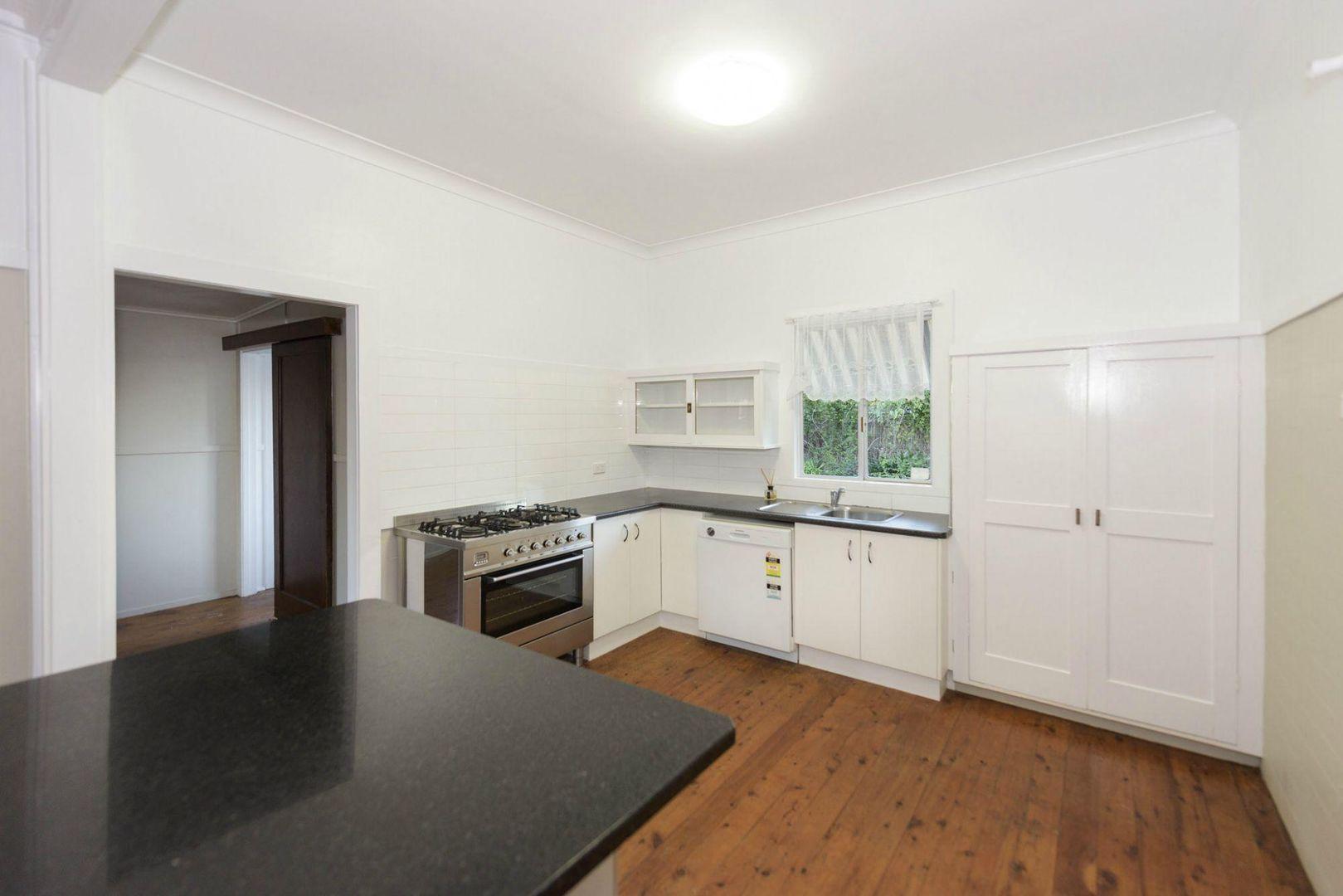 3 Simla Street, Mount Lofty QLD 4350, Image 1