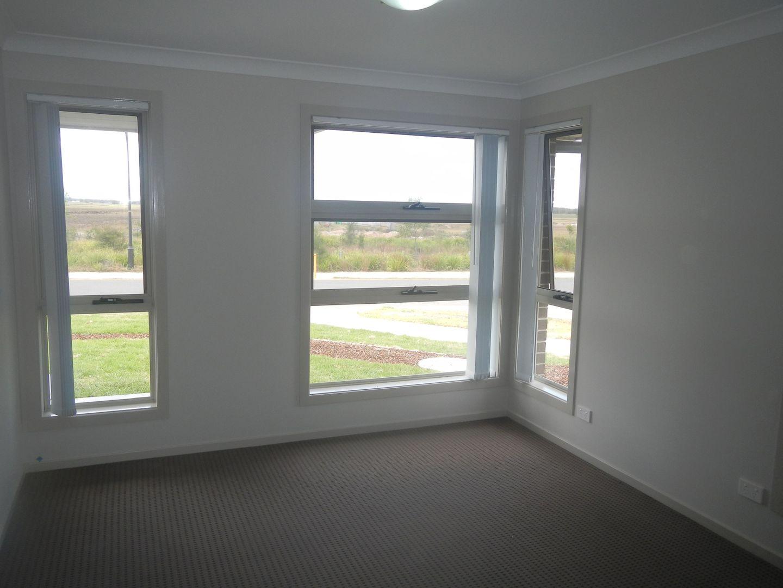 23 Barr Promenade, Thornton NSW 2322, Image 2