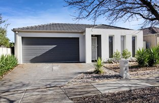 16 Fairhaven Boulervard, Melton West VIC 3337