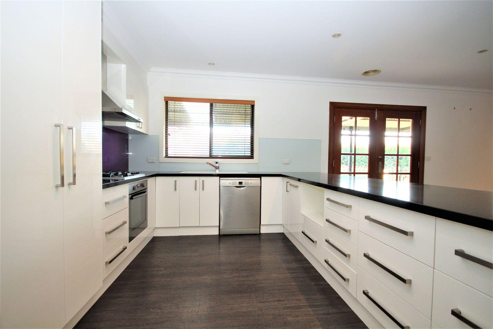 18 Woomera Place, Glenfield Park NSW 2650, Image 1