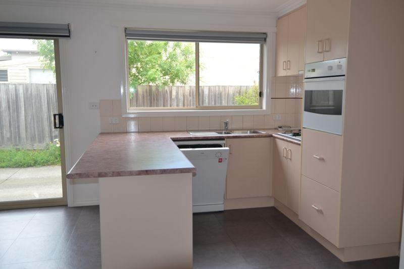 1/420 Windermere Street, Ballarat Central VIC 3350, Image 2