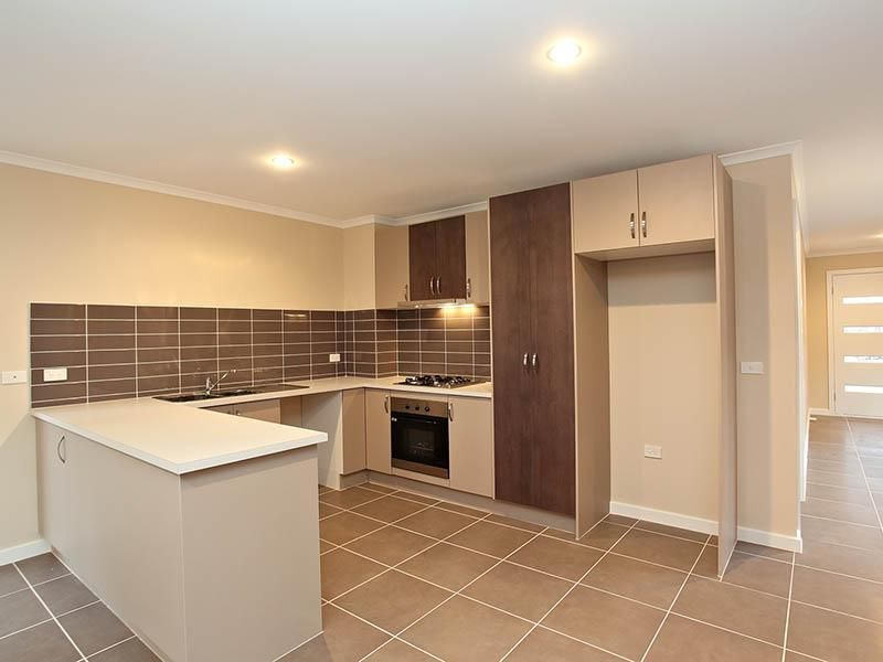 1/12 Officer Court, Werribee VIC 3030, Image 2