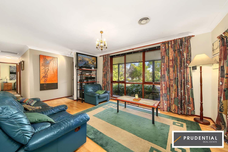 4 Crinum Place, Macquarie Fields NSW 2564, Image 2