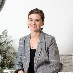 Emily Harris, Property Consultant – Michael Nitschke