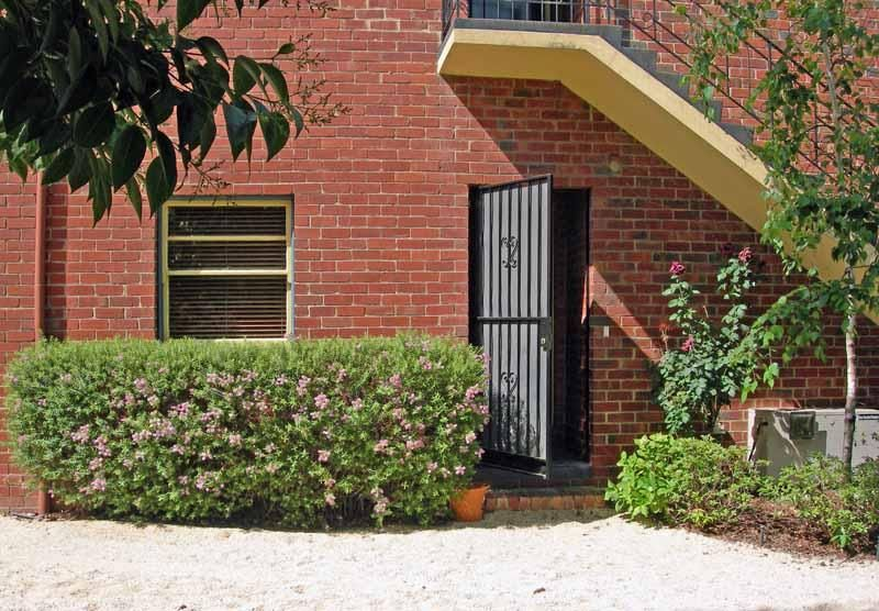 1/5 Finchley Court, Hawthorn VIC 3122, Image 2