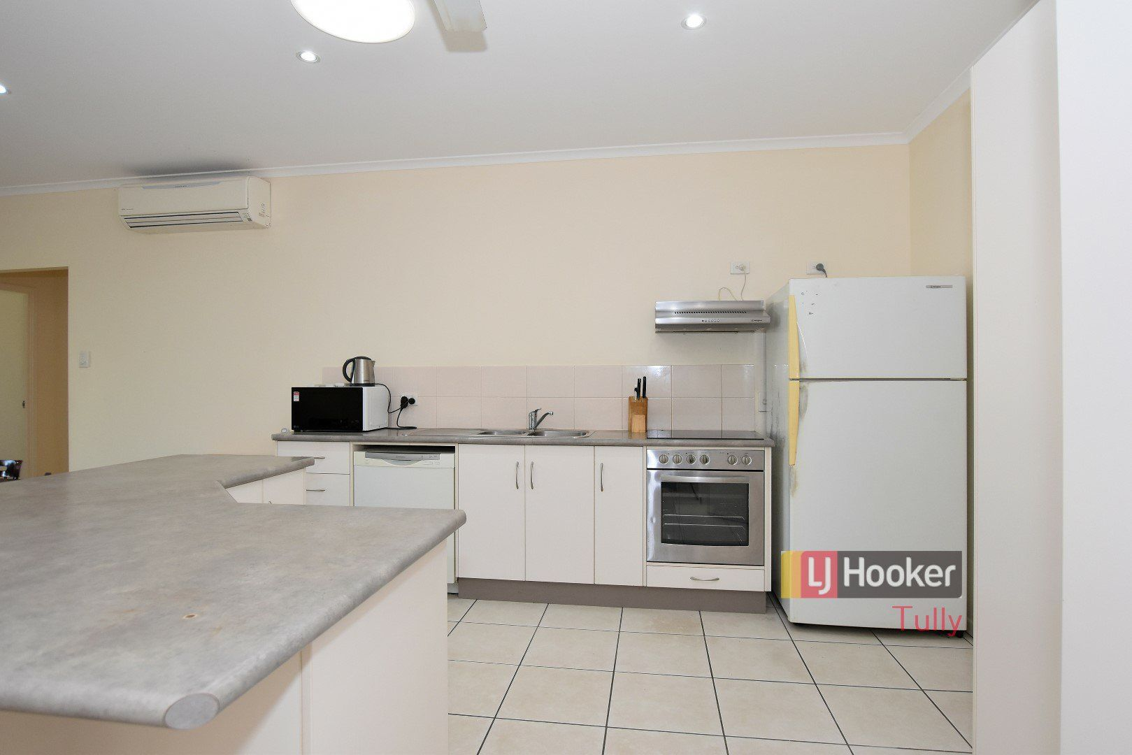 4/11 McQuillen Street, Tully QLD 4854, Image 0