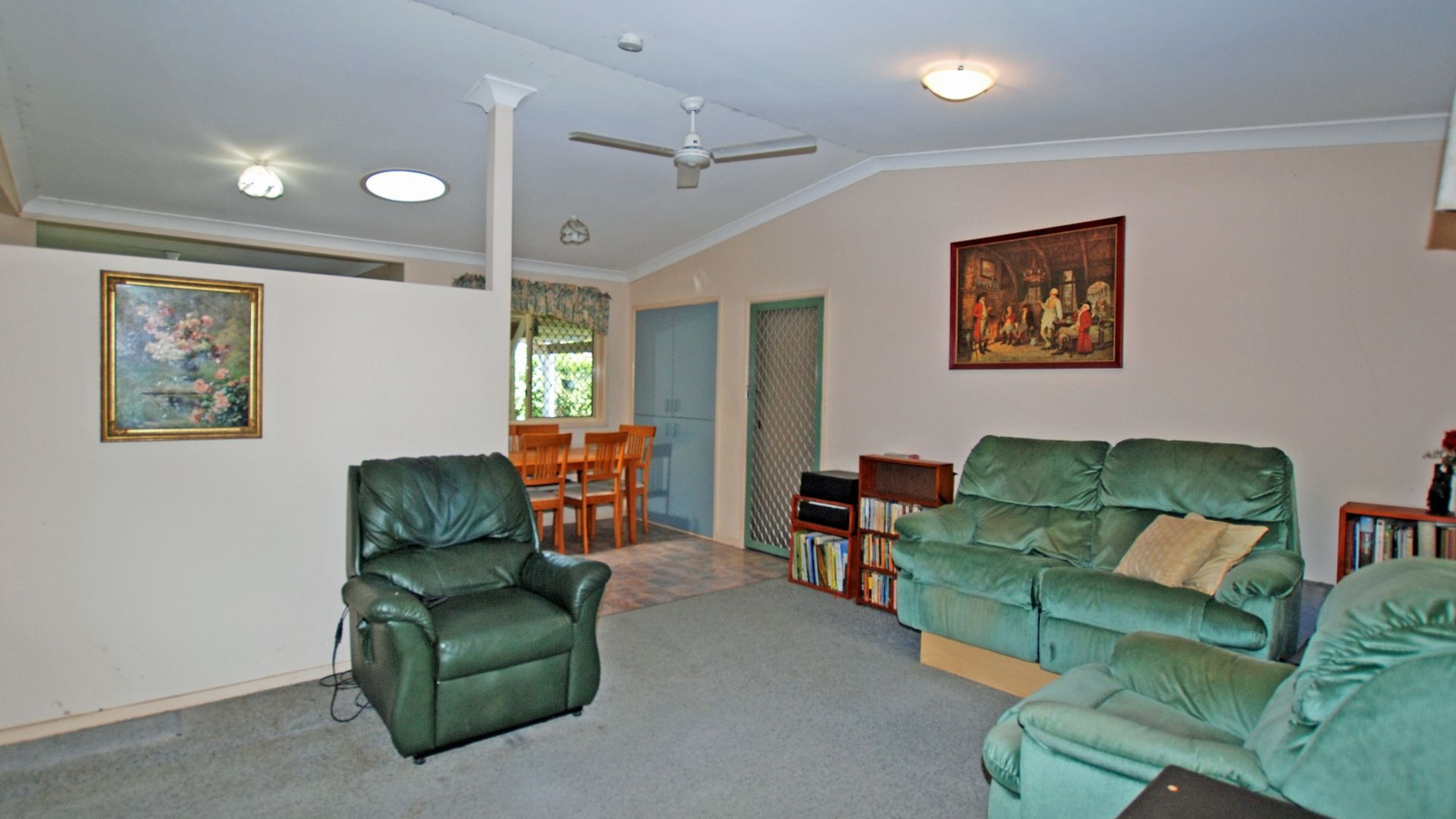 10 Gould Crescent, Morayfield QLD 4506, Image 2