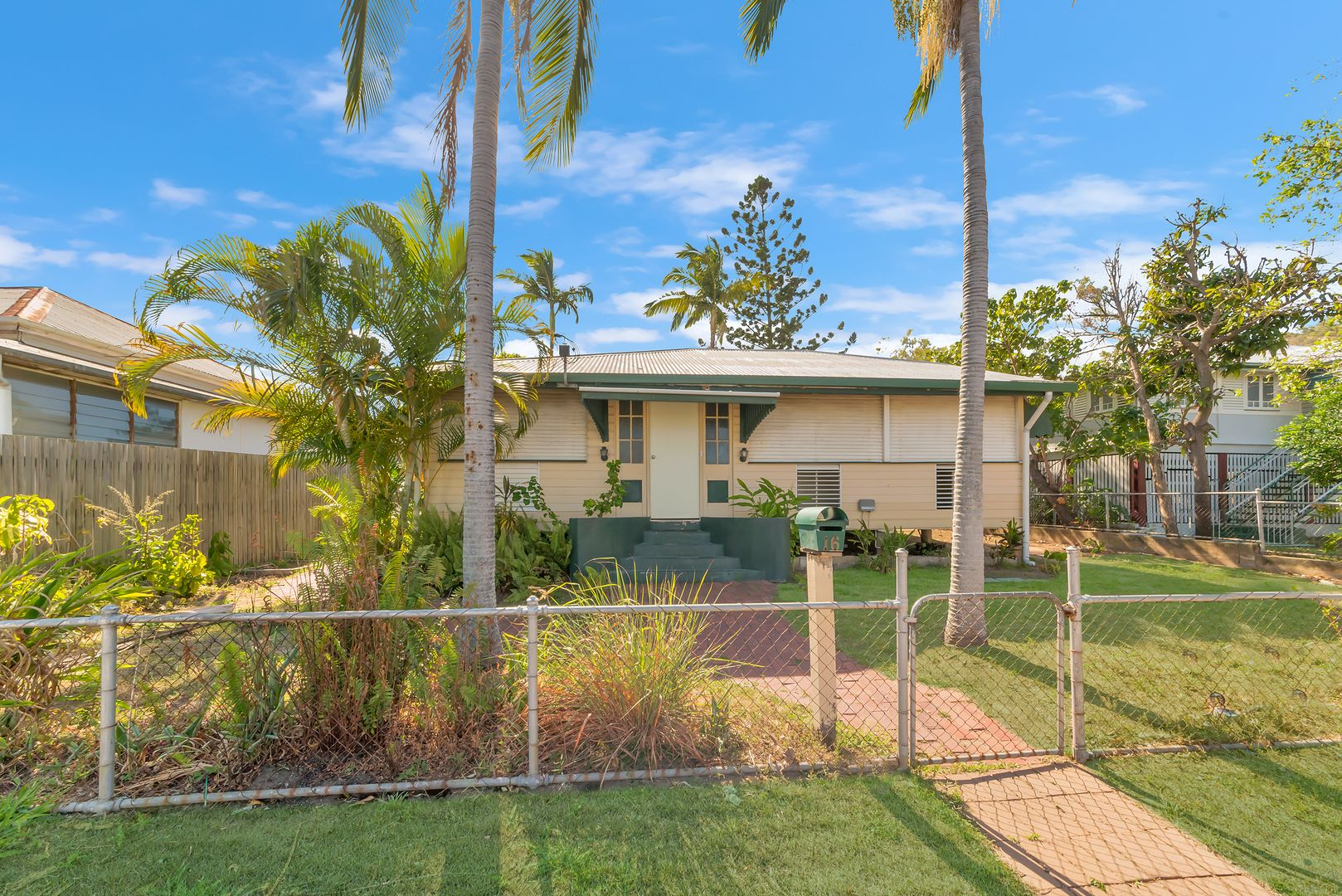 16 Greenslade Street, West End QLD 4810, Image 0
