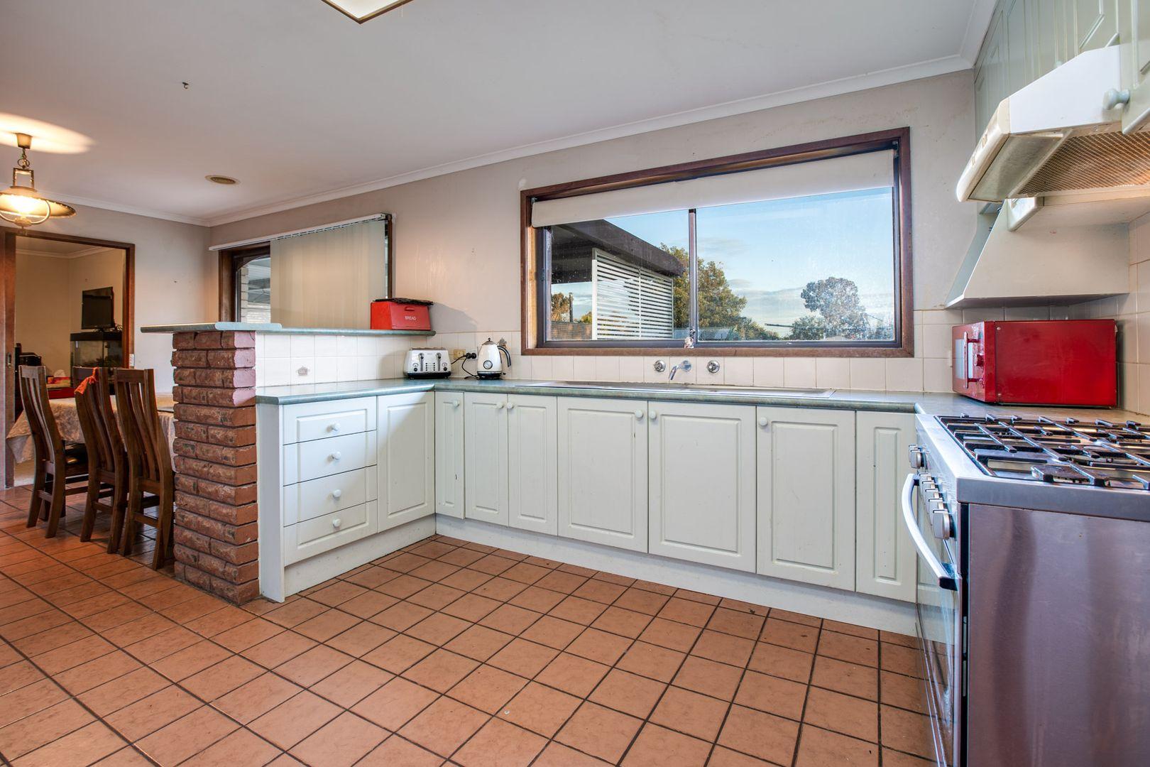 106 Pell Street, Howlong NSW 2643, Image 2