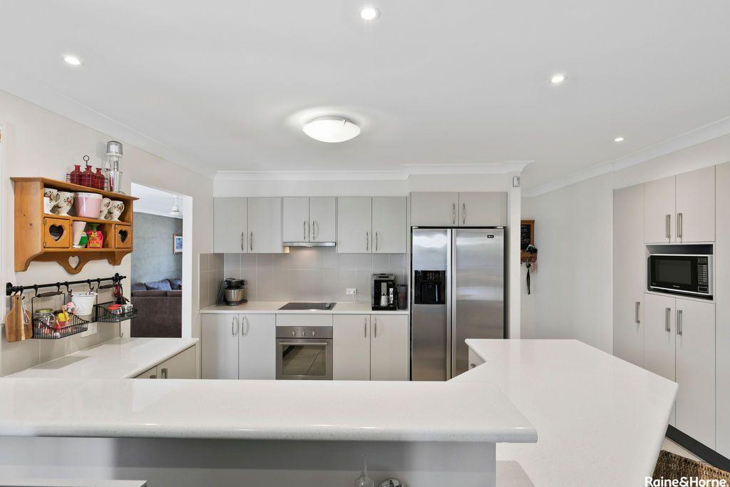 25 Allister Crescent, Rothwell QLD 4022, Image 2