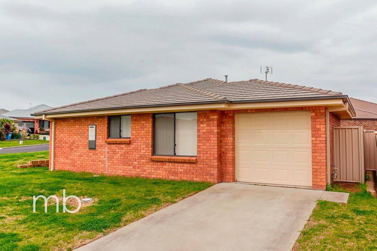 7 Stewart Close, Orange NSW 2800, Image 1