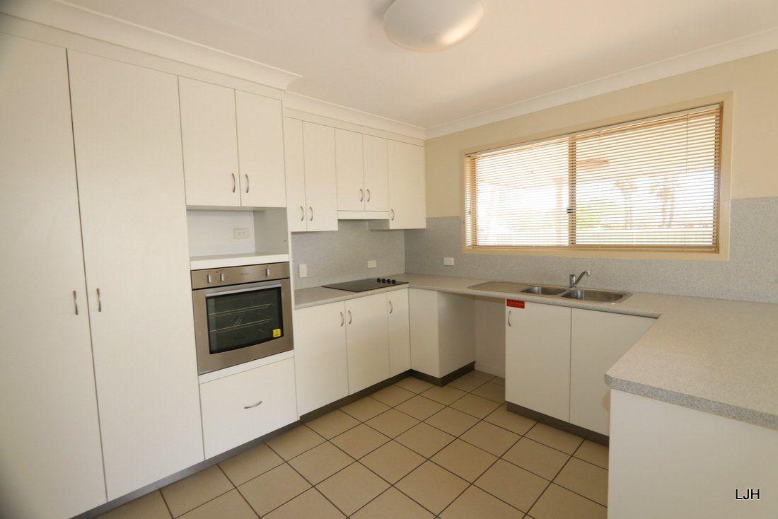 6 Cowan Crescent, Emerald QLD 4720, Image 2