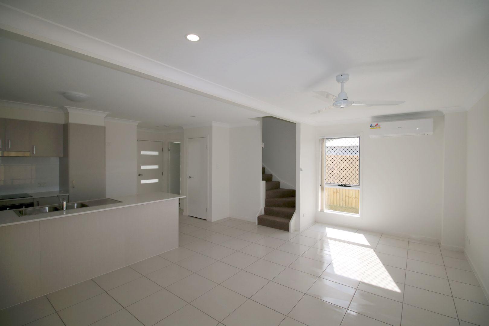 8/10 costalot street, Oxley QLD 4075, Image 1