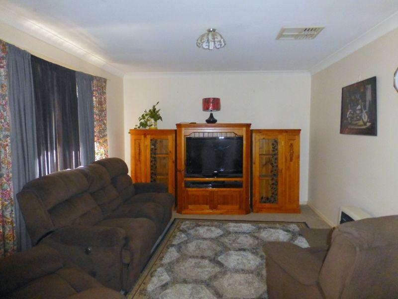 3 Guillan Place, Parkes NSW 2870, Image 2