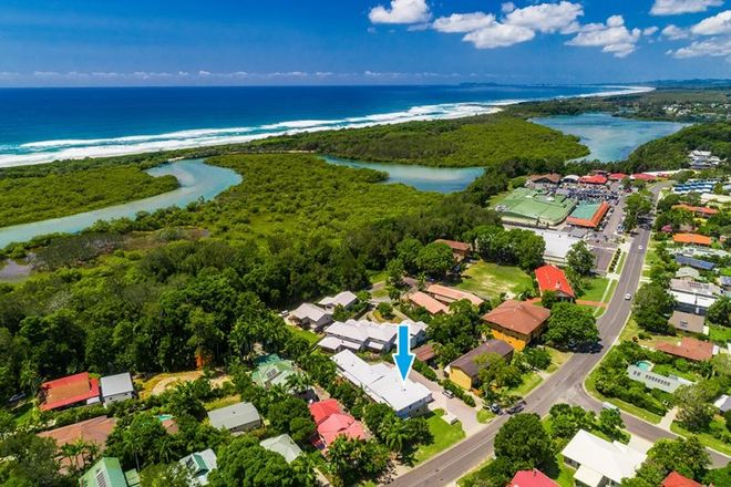 Picture of 2/92 Rajah Road, OCEAN SHORES NSW 2483