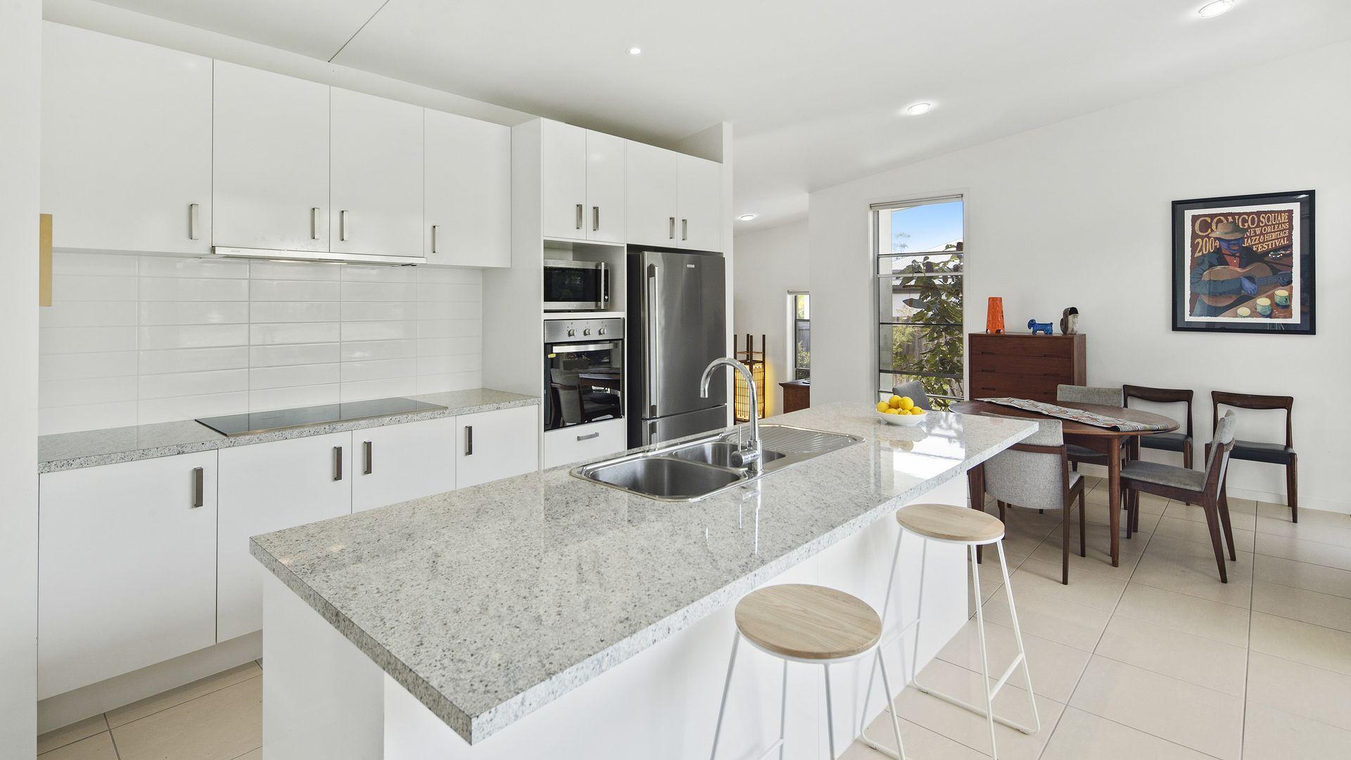 6 Stoneybrook Place, Peregian Springs QLD 4573, Image 2