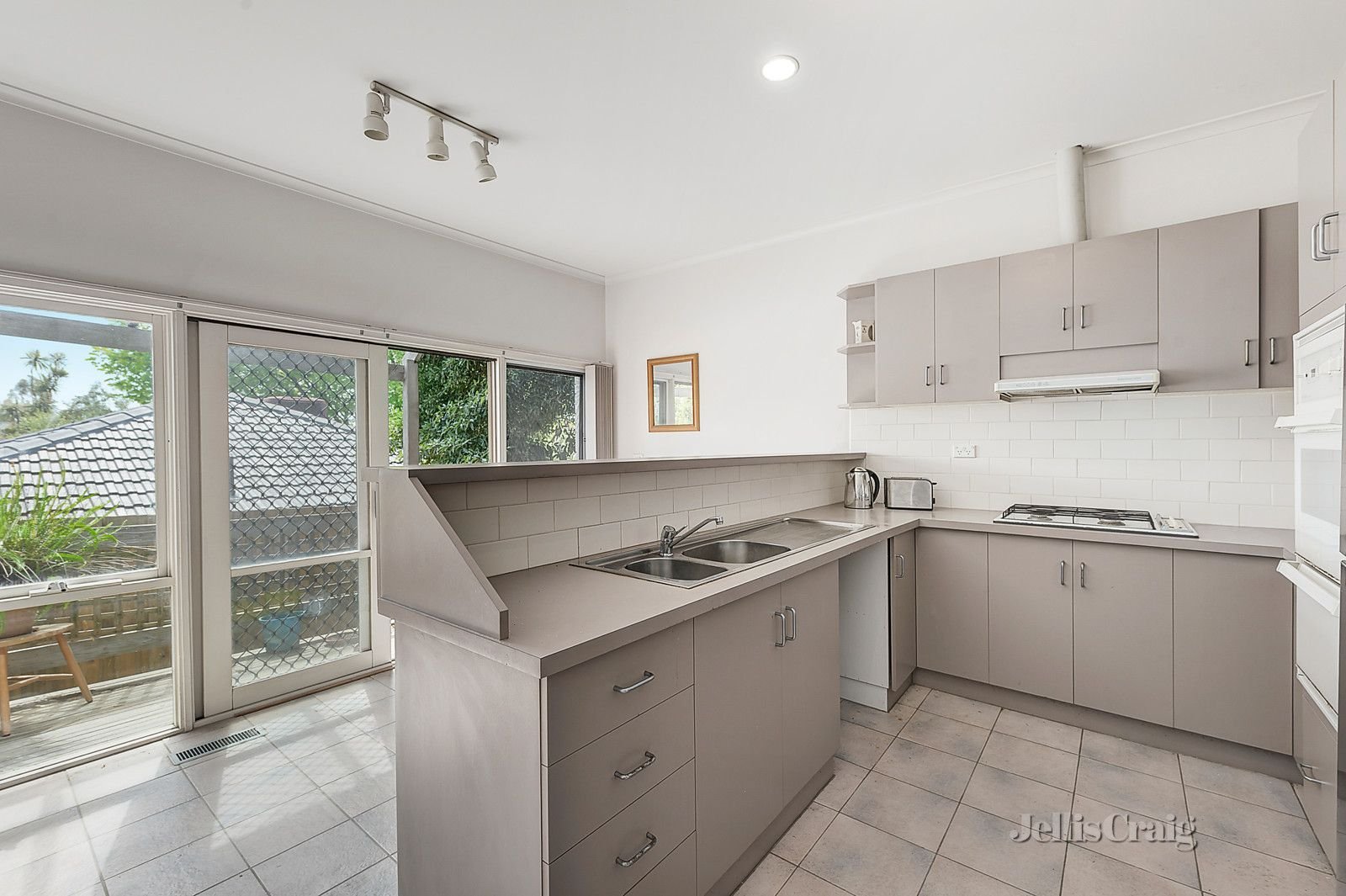 2/1 Angus Grove, Doncaster VIC 3108, Image 1