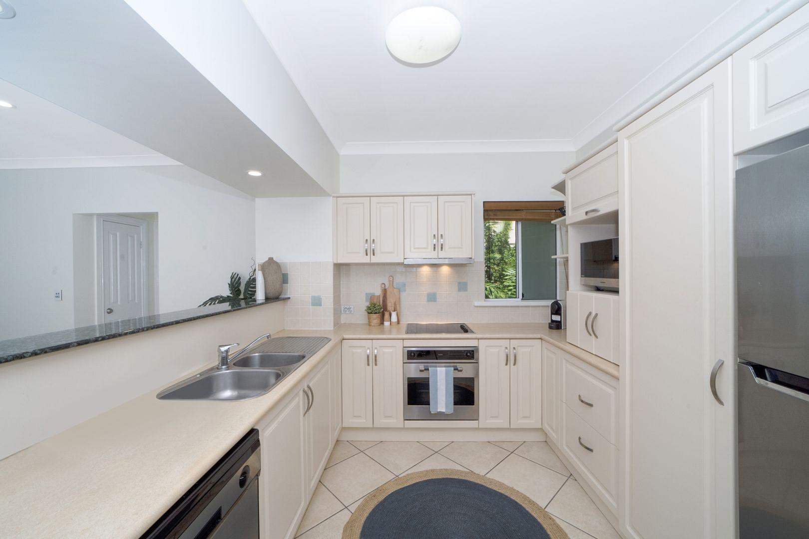 8/92-94 Mitchell Street, North Ward QLD 4810, Image 2