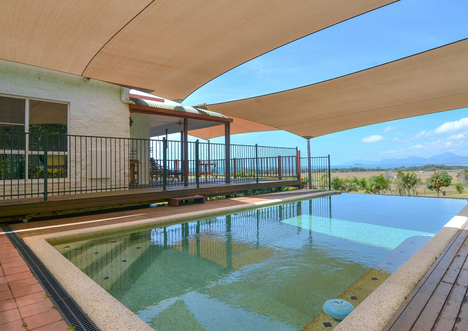 4 Seaview Court, Rocky Point QLD 4873, Image 0