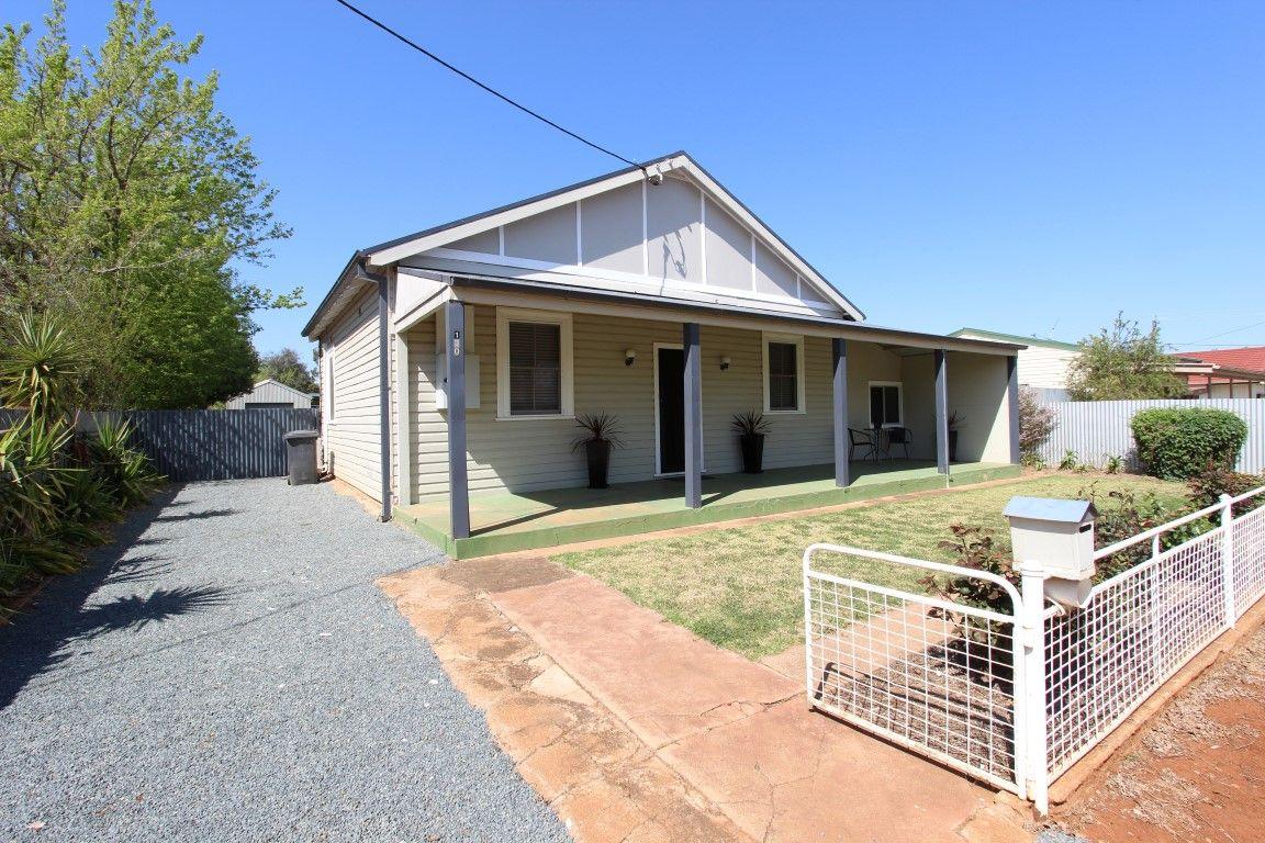 130 Polaris Street, Temora NSW 2666